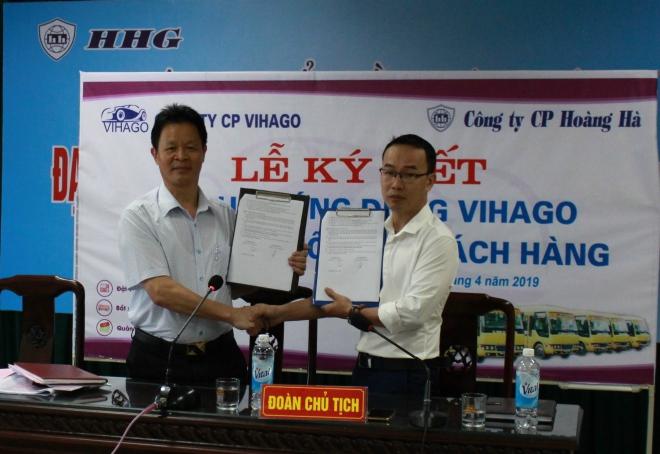 Đại diện Vihago ký kết hợp tác với Công ty Cổ phần Hoàng Hà.