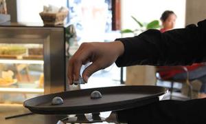Startup lắp tay điện miễn phí, tạo việc làm cho người khuyết tật