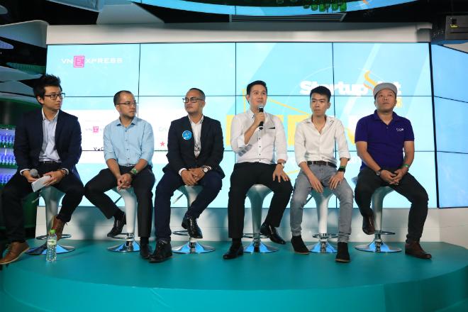 Ông Phạm Văn Tam - CEO Asanzo (thứ ba từ phải sang) chia sẻ về sự kiện Toàn cảnh bức tranh huy động vốn