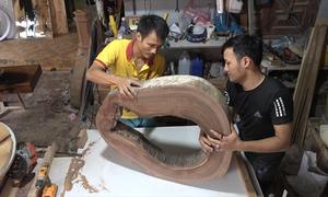Xưởng sản xuất nội thất từ phế liệu của hai anh em ở Bắc Giang