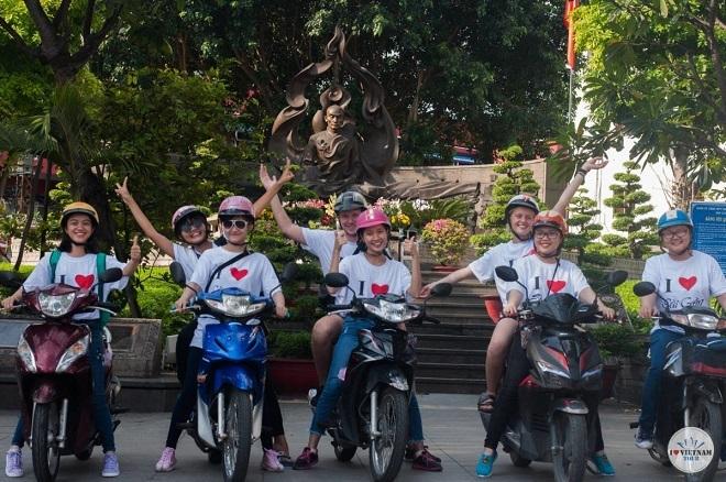 Tour du lịch tại TP HCM bằng xe máy của đội ngũ