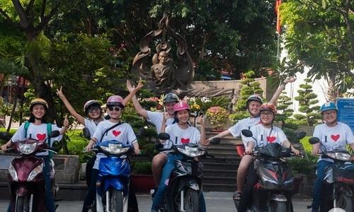 Startup cung cấp tour du lịch bằng xe máy với các nữ tài xế