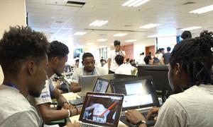Nhóm du học sinh Haiti làm trợ lý ảo nhắc lịch uống thuốc