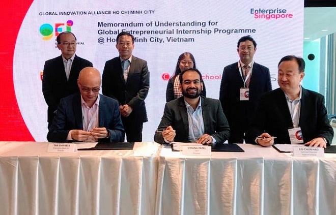 Đại diện Finaxar và IVB ký hợp tác triển khai giải pháp tín dụng trực tuyến dành cho doanh nghiệp vừa và nhỏ.