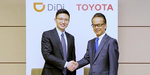 Đại diện Toyota và Didi Chuxing ký kết hợp tác.