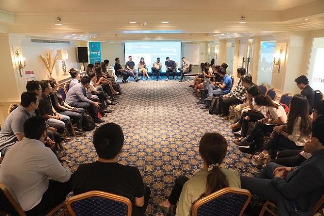Đại diện chuyên gia từ Singapore, các startup Việt thành công trong nước lẫn nước ngoài chia sẻ với các đội thi Startup Việt 2018 trong một buổi huấn luyện chuyên sâu. Ảnh: Hữu Khoa.