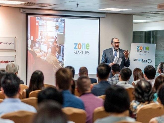 ông Mohamed Lachemi - Chủ tịch Trường Đại học Ryerson University (Toronto, Canada), dự án Zone Startups được khởi động tại Việt Nam với chương trình Next big Idea - một chương trình để các start-up tiếp cận thị trường tiềm năng Bắc Mỹ; đặc biệt, Toronto (Canada) là thành phố lớn thứ tư ở Bắc Mỹ và cũng là một trong những trung tâm công nghệ phát triển nhanh nhất trên thế giới.