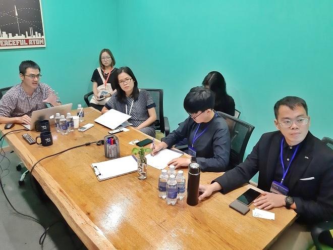 Startup thuyết trình trước nhà đầu tư và hội đồng chuyên môn Startup Việt 2019 tại bootcamp diễn ra ngày 28-29/9 tại không gian làm việc chung CirCO, TP HCM. Ảnh: An Phạm.