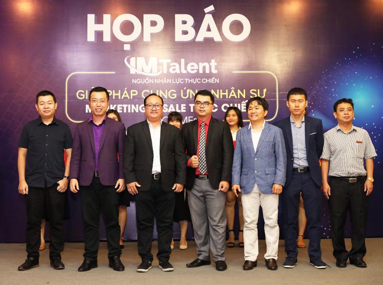 Đại diện Hiệp hội thương mai điện tử Việt Nam VECOM, IM Group và các khách mời tại buổi ra mắt dự án IM Talent.
