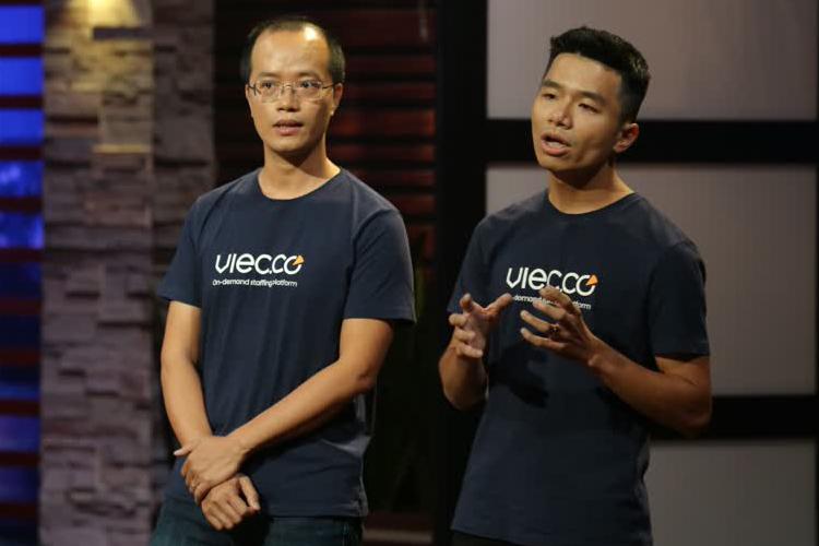 CEO Phan Xuân Cảnh (bên phải) và CTO Nguyễn Sơn Tùng (bên trái) - hai thành viên đồng sáng lập Viec.Co.