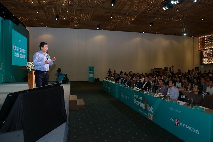 Ông Trương Gia Bình - Chủ tịch FPT chia sẻ tại gala chung kết Startup Việt 2018.
