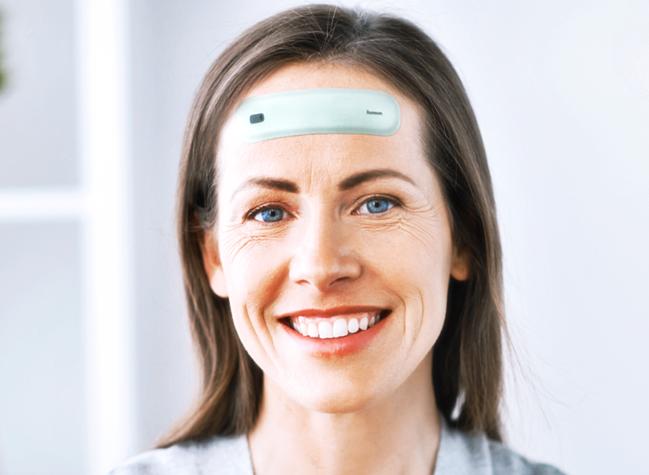 [Caption]Miếng dán Humm tạo ra những xung điện nhỏ kích thích thần kinh giúp cải thiện 20% trí nhớ, tăng hiệu suất làm việc và học tập