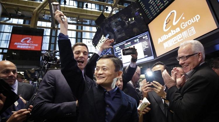 Alibaba đã kiếm được hàng tỷ USD ngay lập tức khi đưa công ty lên sàn chứng khoán (IPO). Ảnh: Forbes.