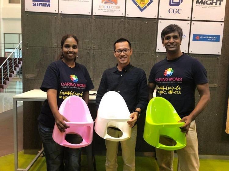 Lê Đức Thắng (giữa)cùng các đối tác Malaysia trong sự kiện hỗ trợ sản phẩm sáng tạo Run Way To The World tháng 8/2018.