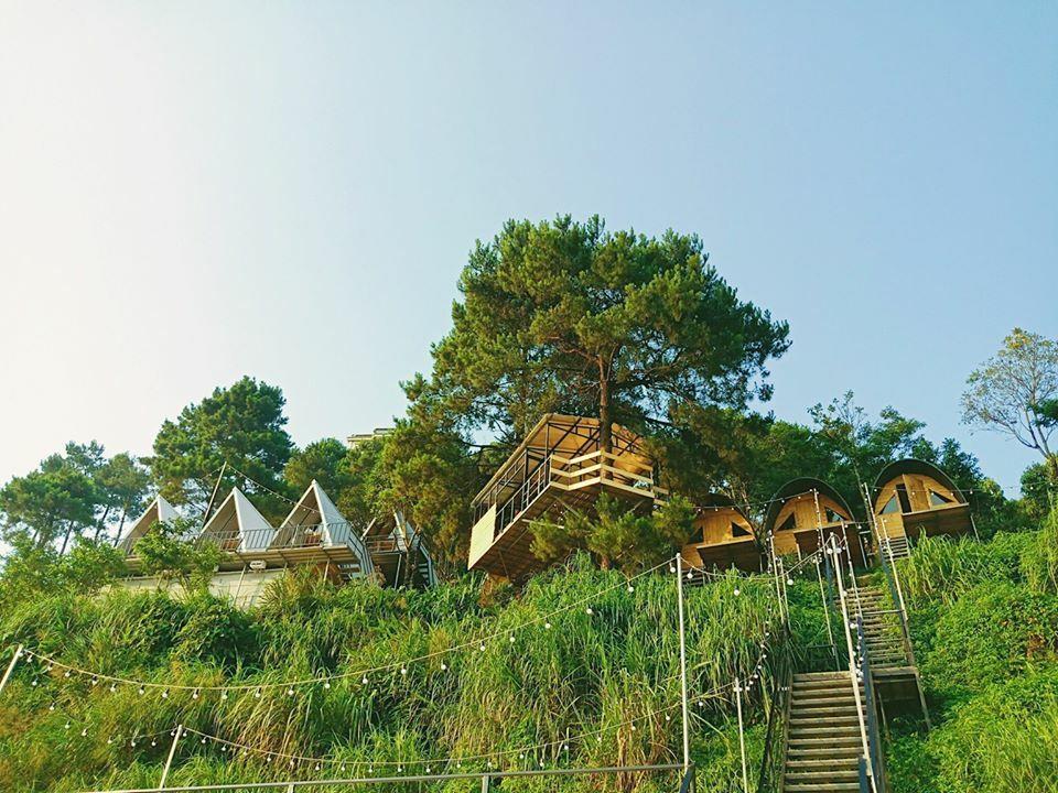 Những bungalow 90s nằm bên sườn núi tại thị trấn Tam Đảo, Vĩnh Phúc. Ảnh: 90s.