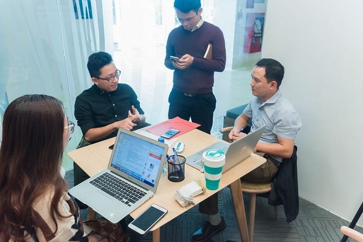 Các nhà sáng lập trong một buổi thảo luận.
