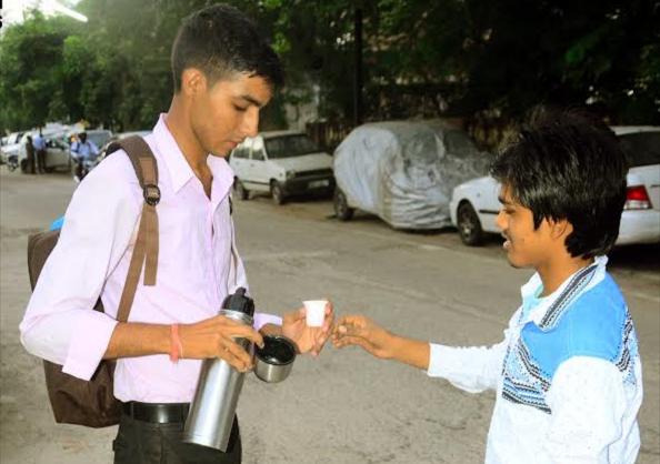 Từ nhân viên giao hàng, Raghuvir đã trở thành chủ startup về giao nước và đồ ăn nhanh