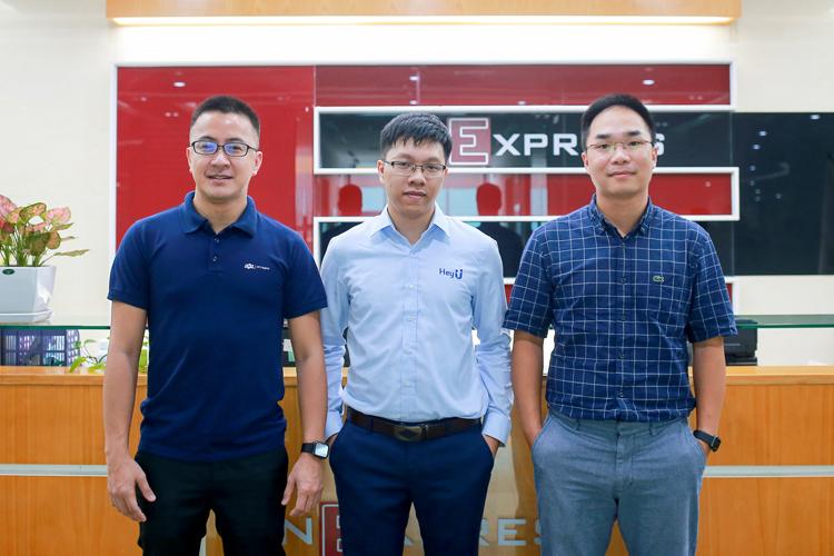 Các diễn giả tham gia chương trình, từ trái sang: ông Trần Huy Bảo Giang - Giám đốc chuyển đổi số FPT, ông Đoàn Văn Tuấn -HeyU và ôngBùi Thành Đô – nhà đồng sáng lập Thinkzone Ventures.