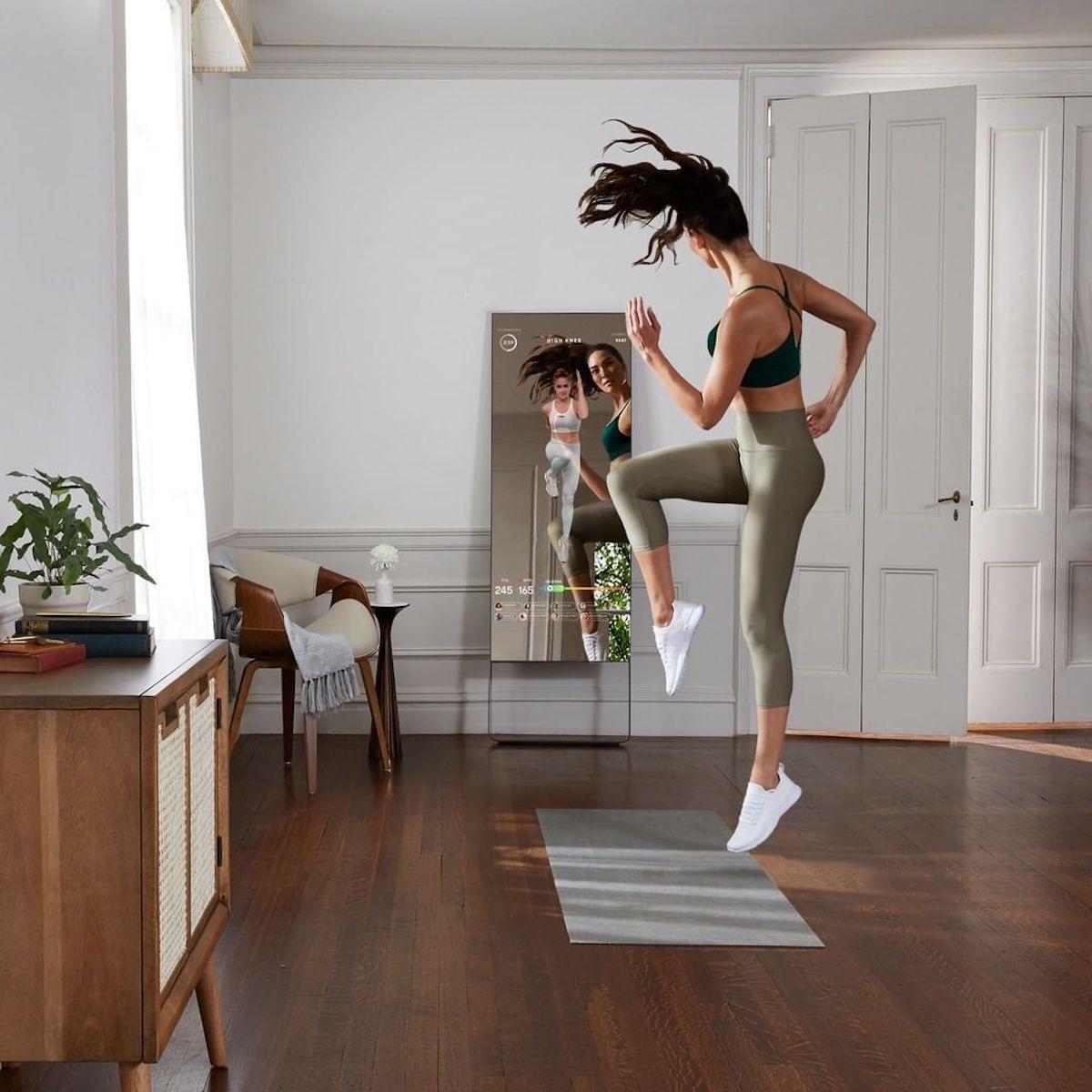 Mirror - startup sở hữu sản phẩm gương giúp tập thể dục tại nhà, vừa được mua lại với giá 500 triệu USD.
