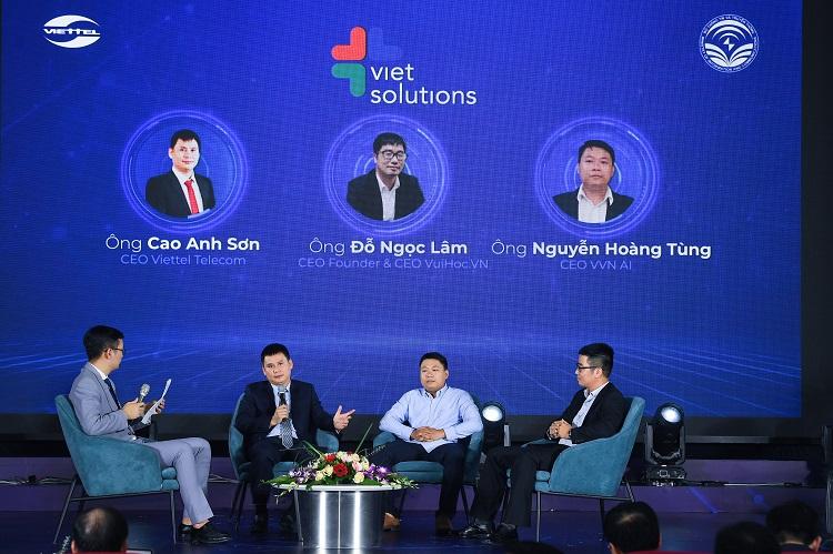 Các chuyên gia thảo luận về chuyển đổi số tại Việt Nam.