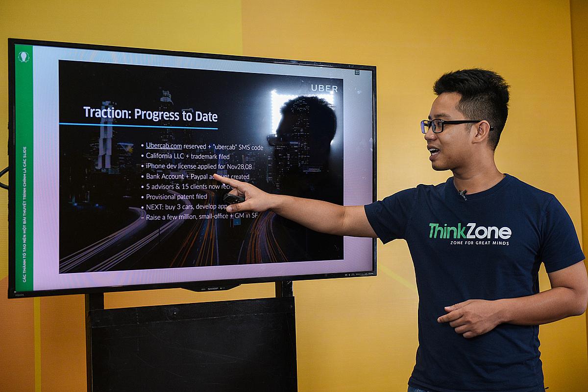 Ông Hoàng Đức Minh, Cố vấn cao cấp của ThinkZone Ventures chia sẻ về những nội dung quan trọng cần trình bày trong bài thuyết trình. Ảnh: Startup Việt 2020.