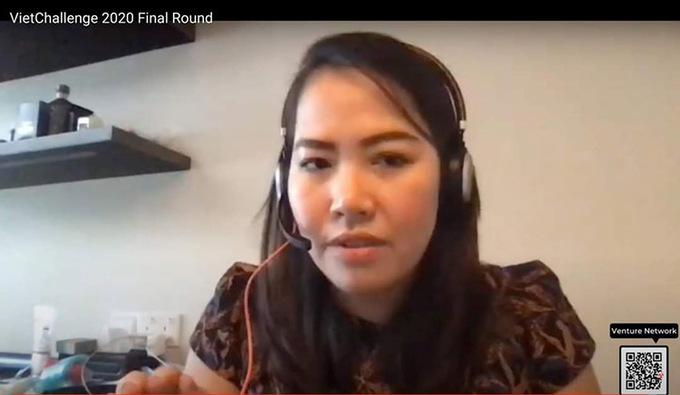 Ngọc Bích thuyết trình trực tuyến tại cuộc thi. Ảnh: NX.