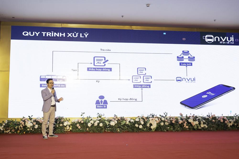 Ông Phan Bá Mạnh, CEO Anvui giới thiệu nền tảng hợp đồng điện tử cho doanh nghiệp vận tải.