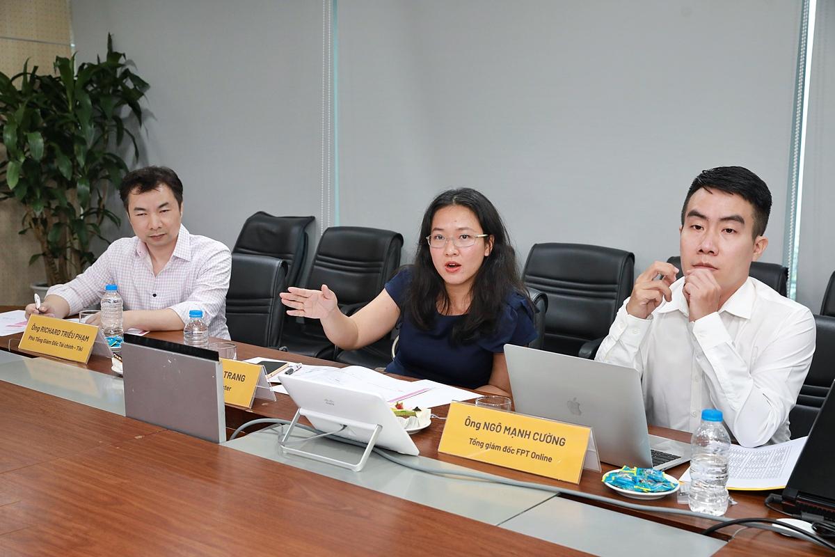 Hội đồng chuyên môn đánh giá phần thuyết trình của các startup. Ảnh: Hữu Khoa.