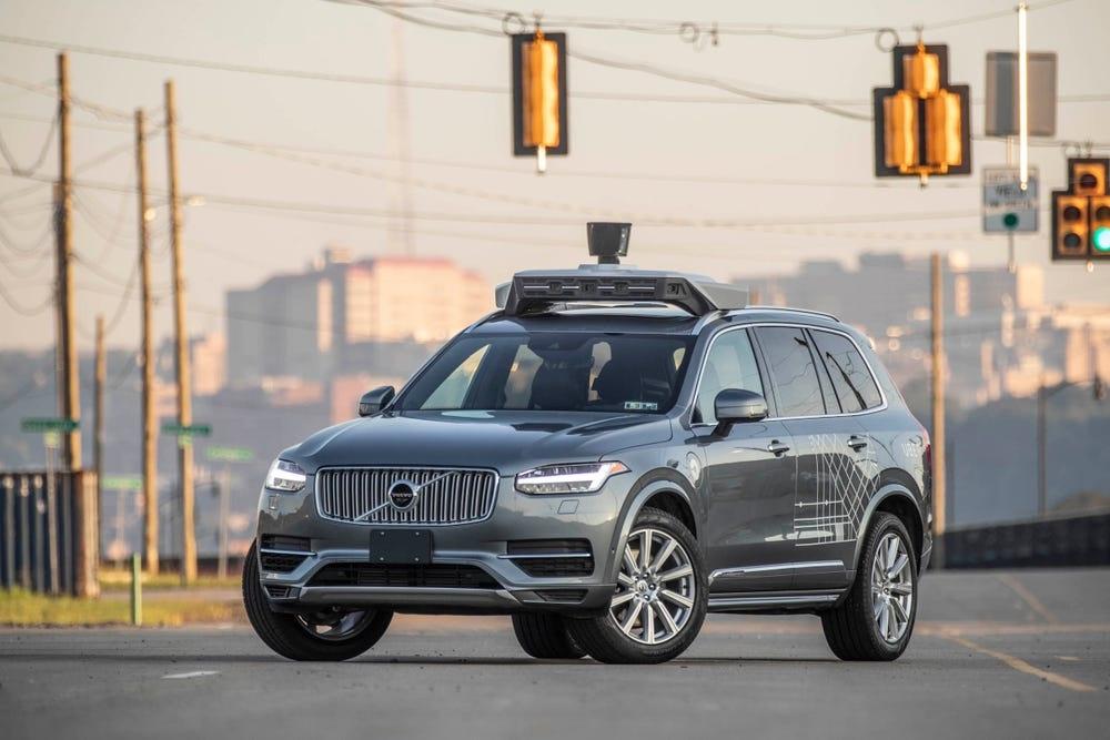 Chiếc Volvo XC90 trang bị công nghệ xe tự lái của Uber. Ảnh: BI.