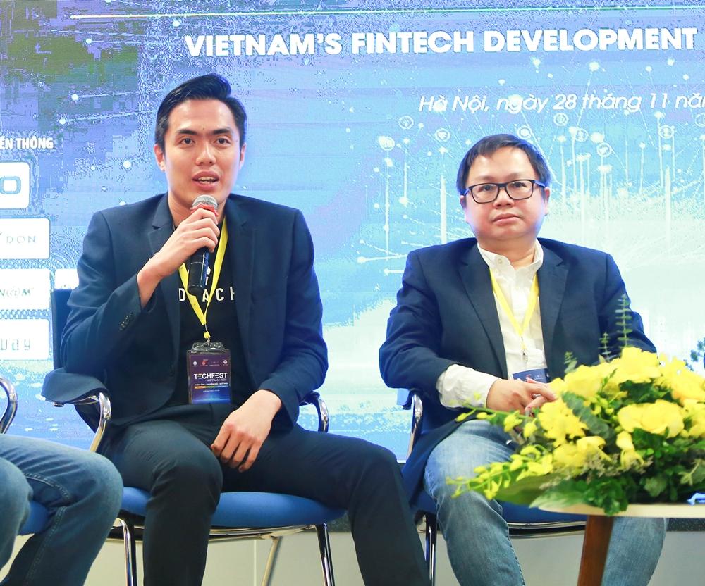 Huy Nguyen, CTO KardiaChain (phía bên trái) tại Tech Fest 2020.