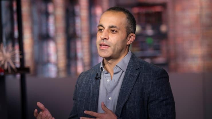 Ali Ghodsi, đồng sáng lập và giám đốc điều hành của Databricks, trong cuộc phỏng vấn trên truyền hình Bloomberg Technology vào tháng 10/2019. Ảnh: Bloomberg.