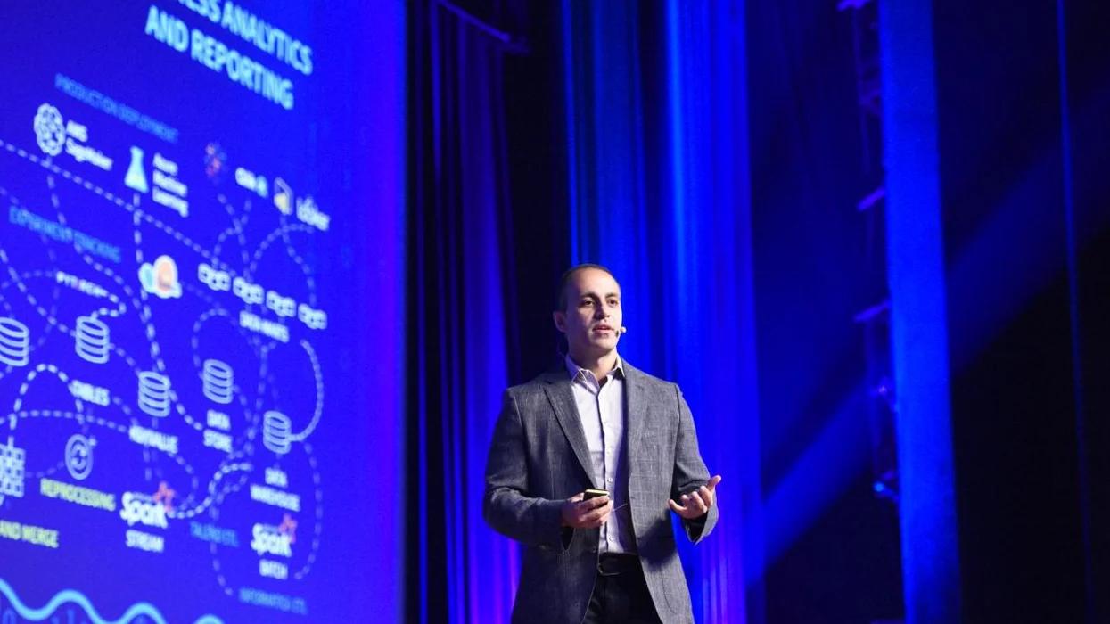 Ông Ali Ghodsi trong một buổi thuyết trình trước nhà đầu tư hồi tháng 9/2020. Ảnh: Databricks.
