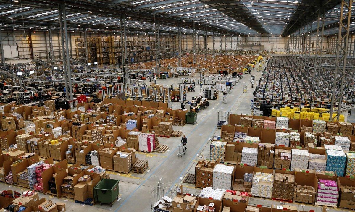 Một nhà kho của Amazon.