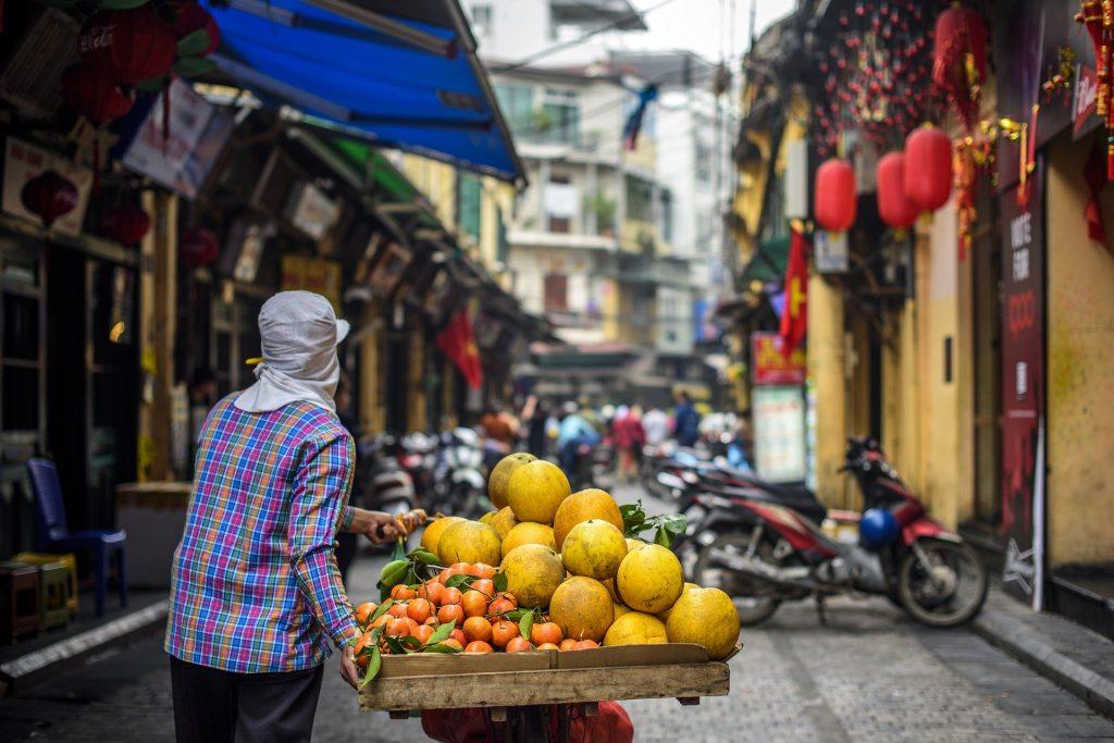Ở Việt Nam, khoảng 70% dân số vẫn chưa có tiền gửi ngân hàng. Ảnh được cung cấp bởi Ngo Tuan Anh qua Pixabay.