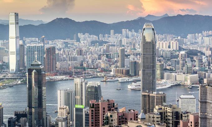 Toàn cảnh Hong Kong nhìn từ đỉnh Victoria. Ảnh: Reuters.