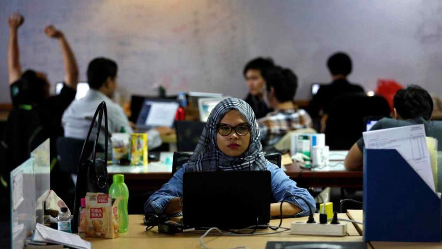 Một nhân sự đang làm việc tại một startup của Indonesia. Ảnh: Asianewsdaily