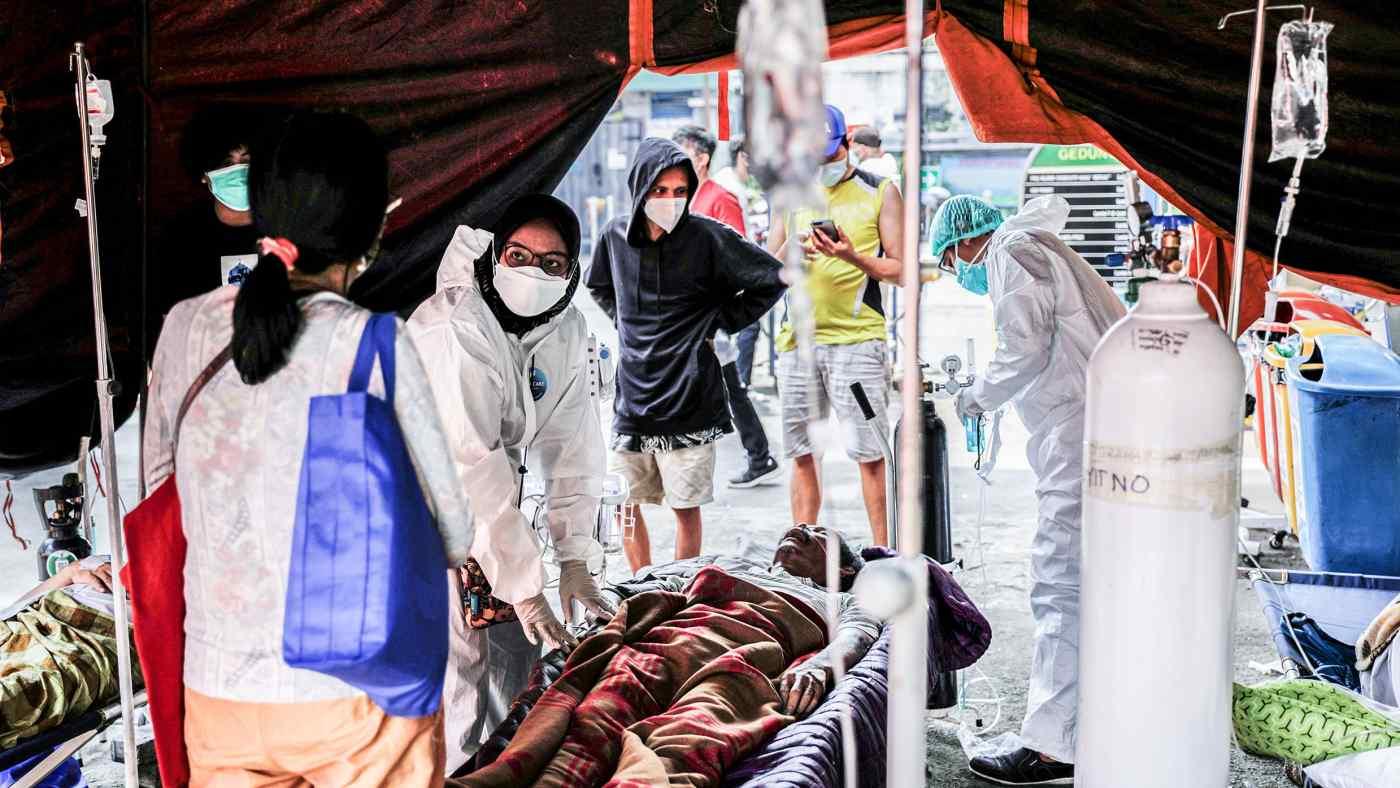 Indonesia đang thiếu giường bệnh và ôxy do nhiễm trùng coronavirus tràn qua đất nước. © Reuters