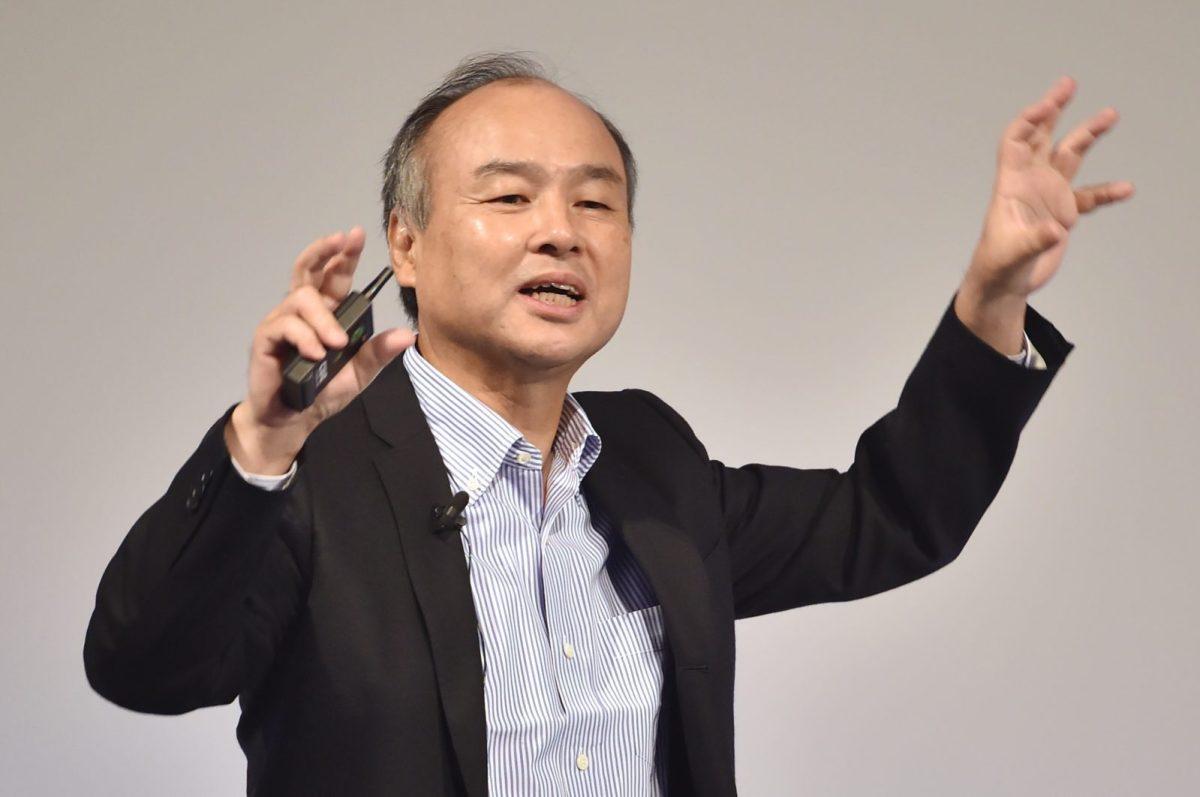 Nhà sáng lập SoftBank Masayoshi Son có bài phát biểu tại Tokyo. Ảnh: AFP.