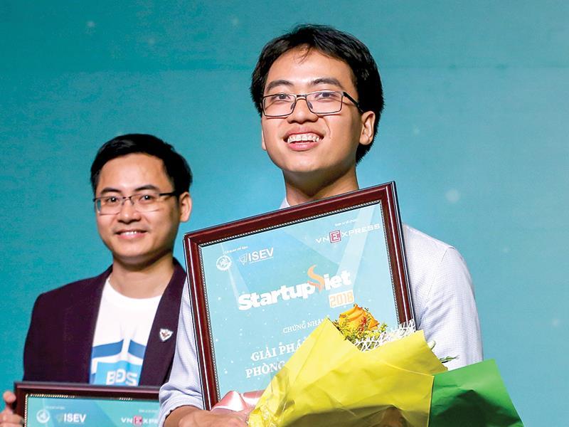 Bùi Hải Nam và Datamart được vinh danh quán quân tại Cuộc thi Start-up Việt 2018.