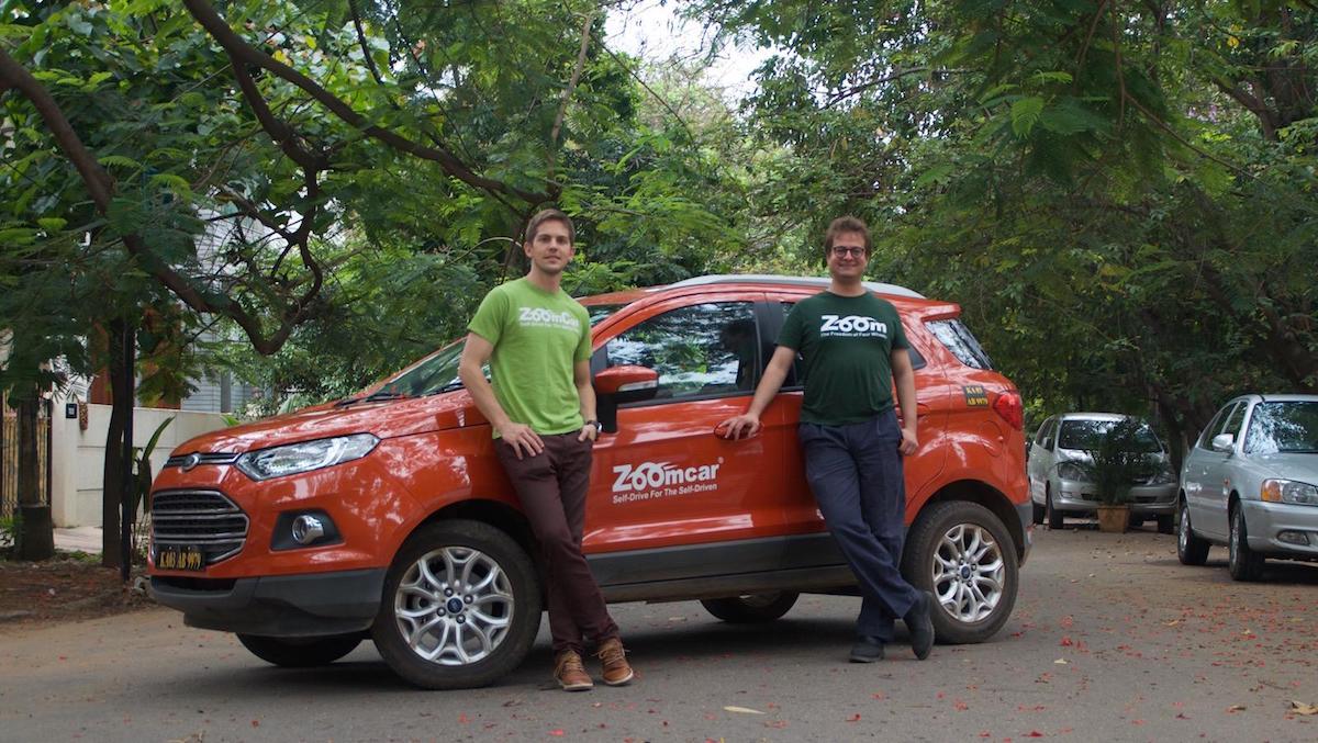 Greg Maron (bên trái) và ông David Back- hai nhà sáng lập Zoomcar (Nguồn: Quartz India).