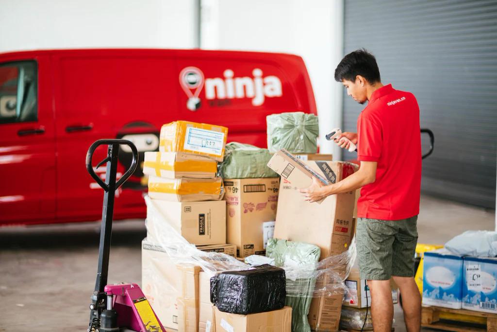 Một nhân viên của Ninja Van. Ảnh: Ninja Van
